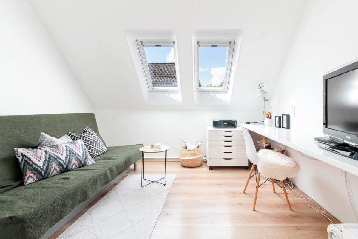 Arbeitszimmer mit Dachfester - Inneneinrichtung Haus Design Ideen innen Massivhaus Vario-Haus 160 von ECO System HAUS - HausbauDirekt.de