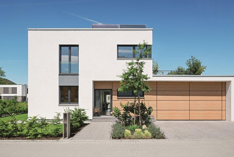 Einfamilienhaus modern im Bauhausstil mit Flachdach & Garage bauen - Haus Design Ideen Fertighaus Lichtdurchfluteter Kubus von WeberHaus - HausbauDirekt.de