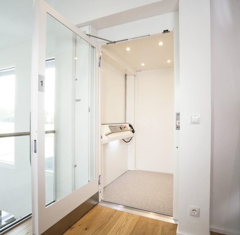 Aufzug für barrierefreies Wohnen - Haus Design Ideen innen Bauhaus Villa WeberHaus Fertighaus - HausbauDirekt.de