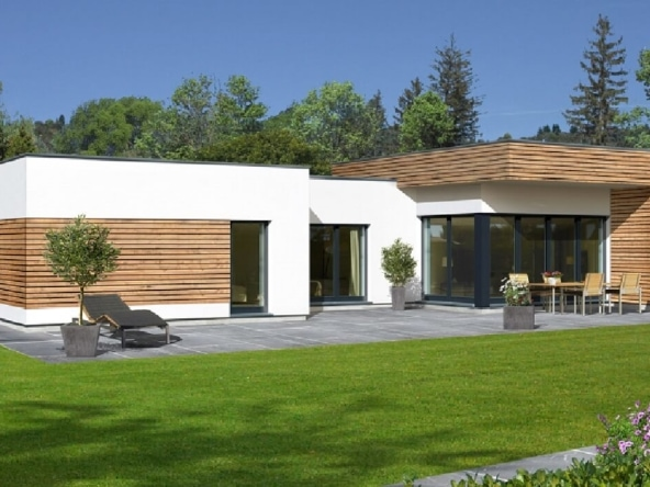 Bungalow modern mit Flachdach Architektur & Holz Putz Fassade, 4 Zimmer, 125 qm - Fertighaus bauen Ideen Hartl Haus Avantgarde 126 F - HausbauDirekt.de