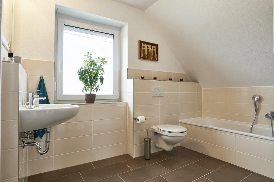 Badezimmer - Haus Design Ideen innen modern Town Country Musterhaus Klein Roennau FLAIR 134 - HausbauDirekt.de