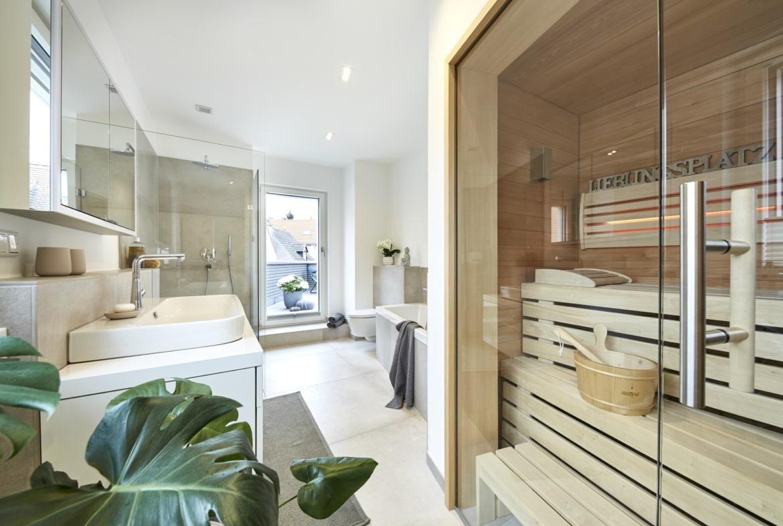 Modernes Badezimmer mit Sauna - Ideen Inneneinrichtung Haus Design Baufritz STADTHAUS EHRMANN - HausbauDirekt.de