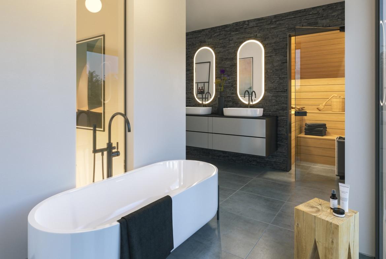 Modernes Badezimmer mit Sauna & freistehender Badewanne - Ideen Haus Design innen Bien-Zenker Fertighaus CONCEPT-M 163 Dresden - HausbauDirekt.de