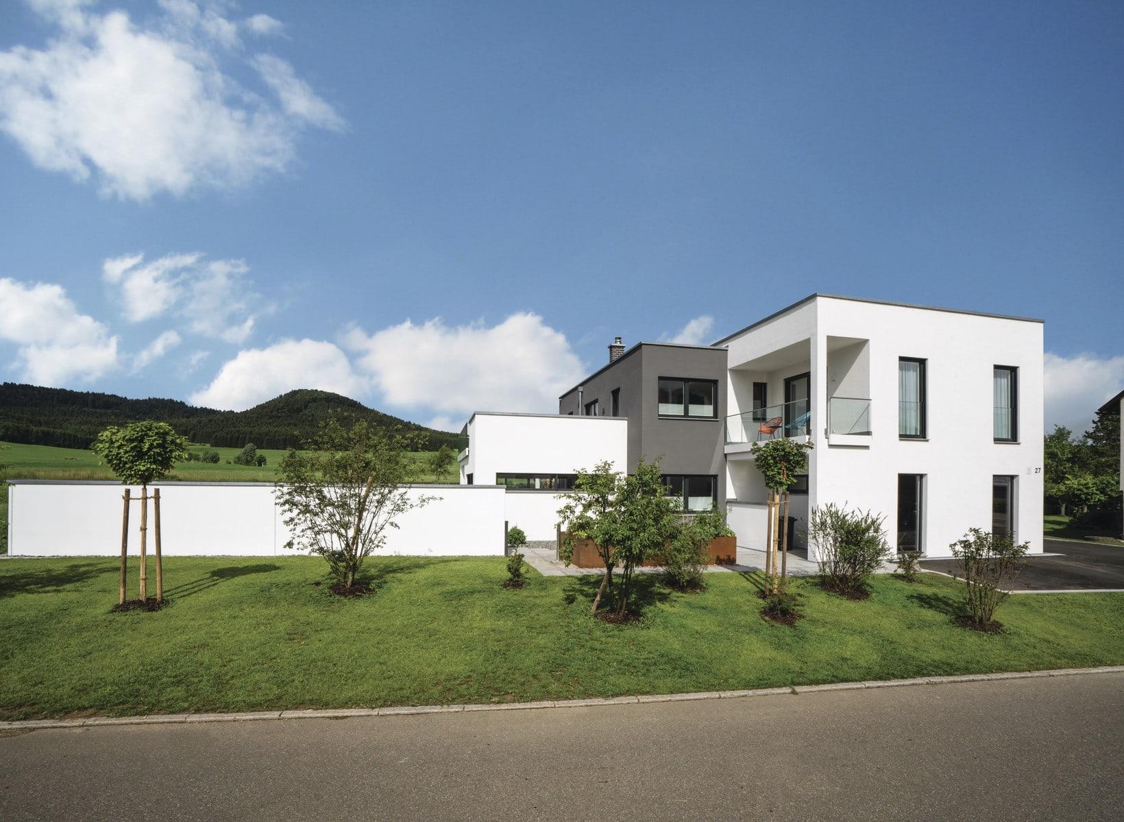 Grosses Einfamilienhaus modern mit Flachdach und Garage bauen - Haus Ideen Bauhaus Villa WeberHaus Fertighaus - HausbauDirekt.de