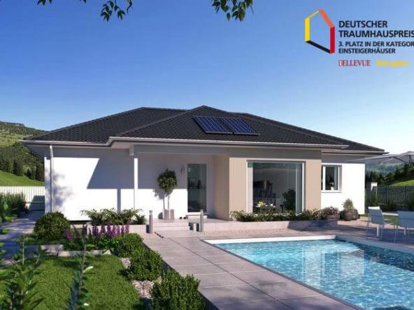 Fertighaus Bungalow mit Walmdach, Erker & Pool Terrasse bauen - Haus Design Ideen Fertighaus Bungalow SH 113 B Variante A von ScanHaus Marlow - HausbauDirekt.de