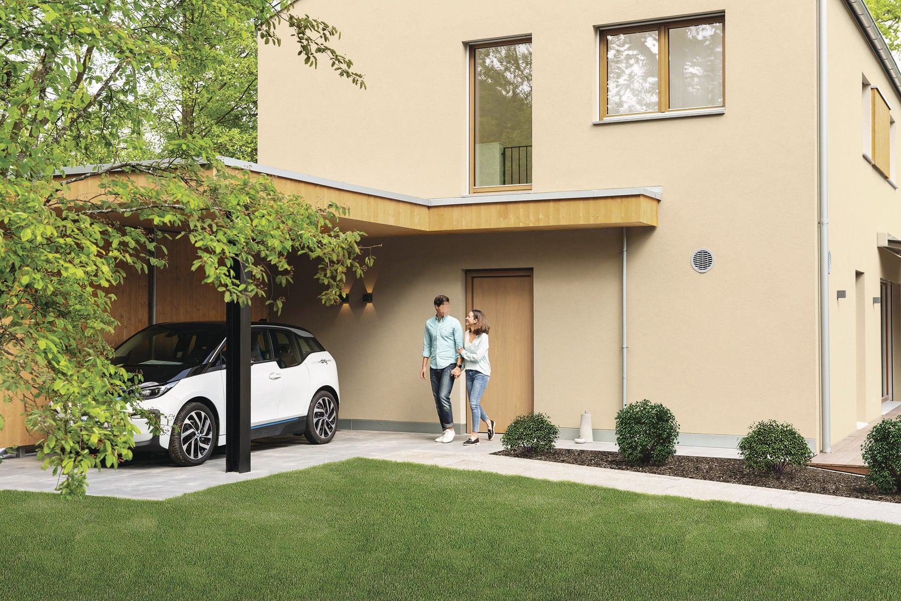 Einfamilienhaus modern mit integriertem Carport & Vordach - Haus Design Ideen Fertighaus Sunshine 220 WeberHaus - HausbauDirekt.de