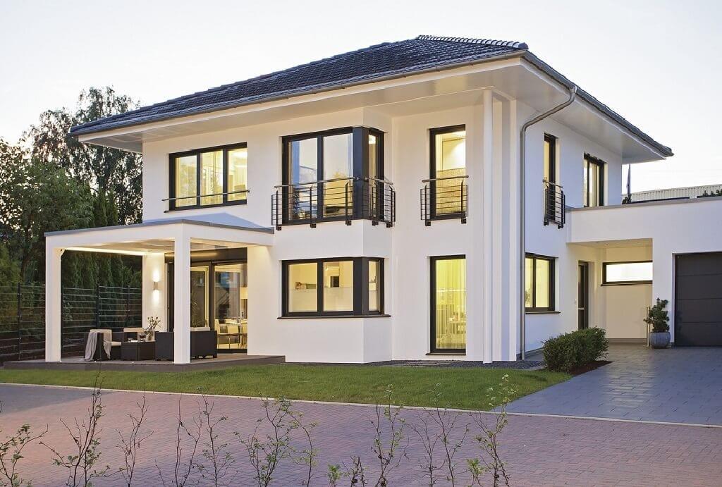 Fertighaus Stadtvilla mit Garage & Walmdach Architektur - Einfamilienhaus bauen Ideen WeberHaus City-Life Haus 250 - HausbauDirekt.de