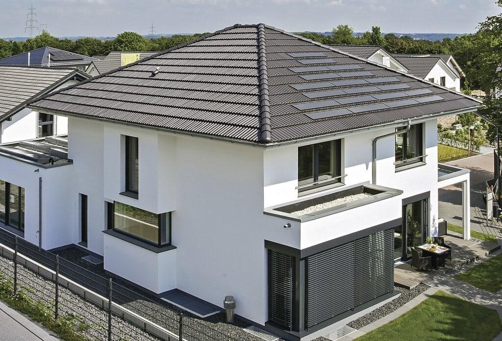 Moderne Stadtvilla mit Walmdach Architektur - Fertighaus bauen Ideen WeberHaus City-Life Haus 250 - HausbauDirekt.de