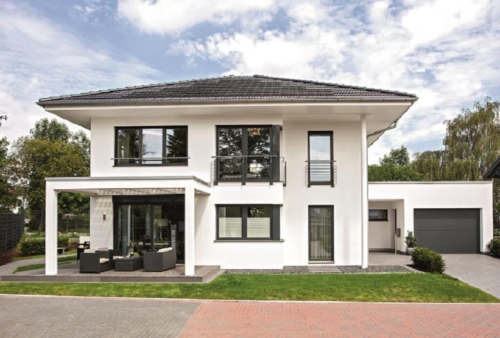 Moderne Einfamilienhaus Stadtvilla mit Garage & Walmdach Architektur - Fertighaus bauen Ideen WeberHaus City-Life Haus 250 - HausbauDirekt.de
