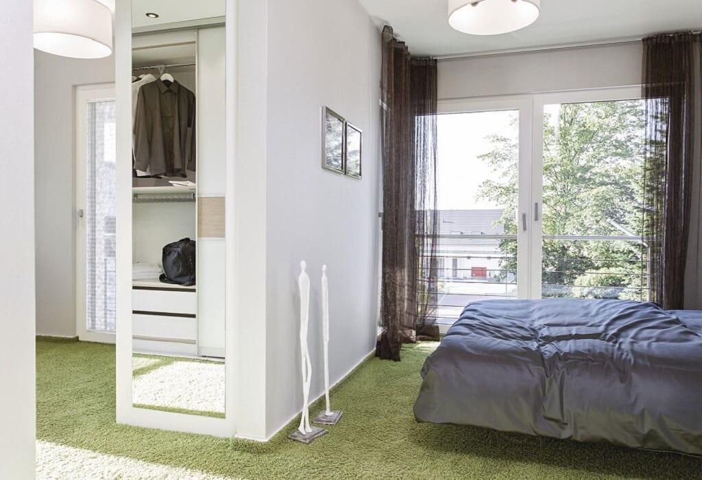 Schlafzimmer Ideen - Stadtvilla Inneneinrichtung WeberHaus Fertighaus City-Life Haus 250 - HausbauDirekt.de
