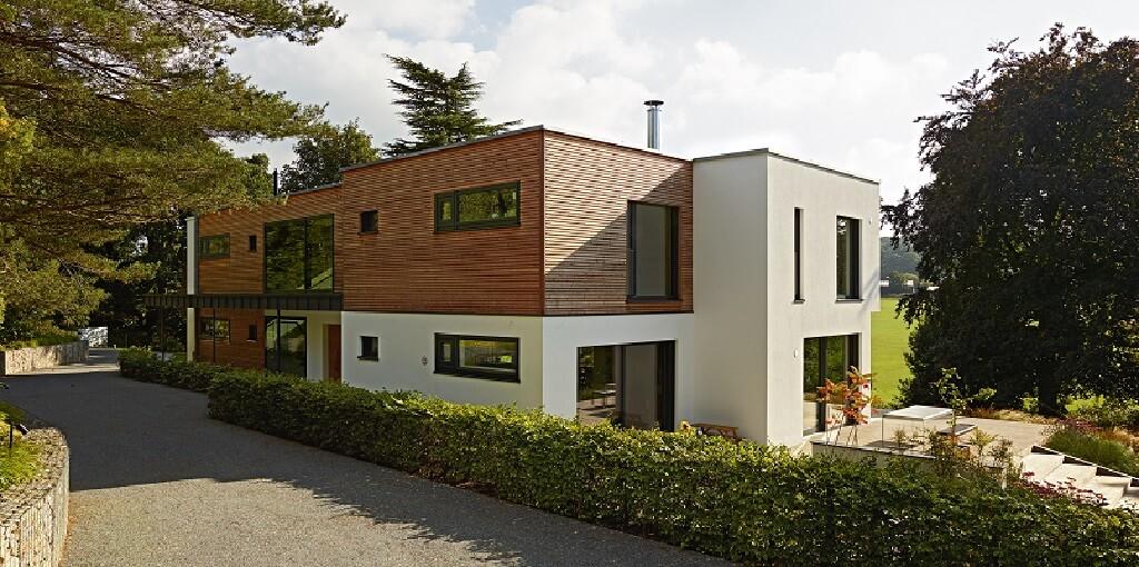 Luxus Fertighaus Villa modern mit Flachdach & Holz Putz Fassade im Bauhausstil bauen - Design Haus Villa Crichton von Baufritz - HausbauDirekt.de