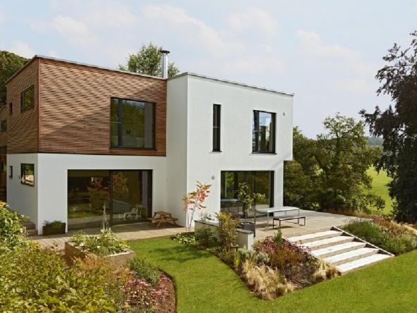 Fertighaus Villa modern mit Flachdach & Holz Putz Fassade im Bauhausstil bauen - Design Haus Villa Crichton von Baufritz - HausbauDirekt.de