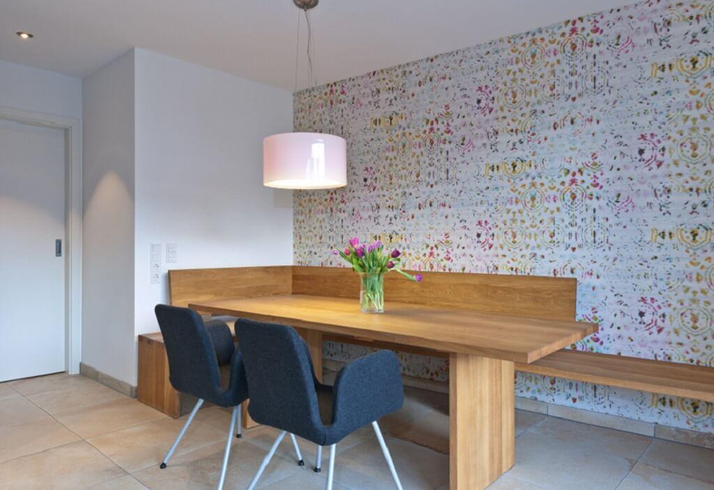 Esstisch modern rustikal Holz mit Sitzbank als Sitzecke - Haus Design Ideen innen, Einfamilienhaus Inneneinrichtung - Designhaus Bullinger von Baufritz - HausbauDirekt.de