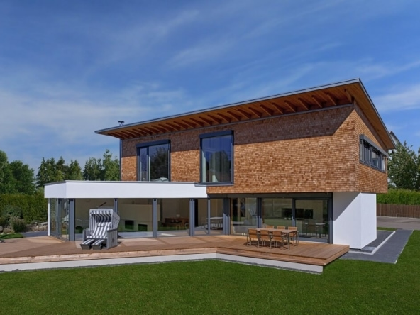 Einfamilienhaus modern mit Holz Fassade & Pultdach bauen - Fertighaus Designhaus Bullinger von Baufritz - HausbauDirekt.de