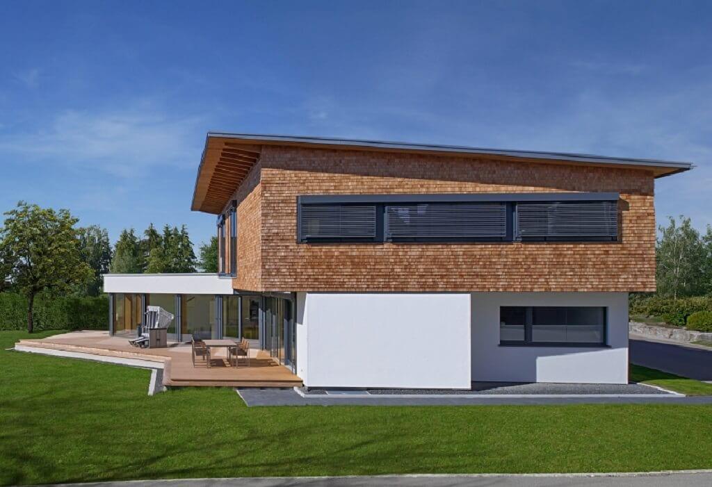 Modernes Einfamilienhaus mit Holz Putz Fassade & Pultdach bauen - Fertighaus Designhaus Bullinger von Baufritz - HausbauDirekt.de