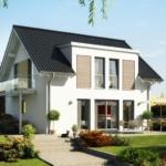 Modernes Einfamilienhaus mit Satteldach, Zwerchgiebel & Balkon - Haus bauen Ideen Fertighaus EVOLUTION 124 V3 von Bien Zenker - HausbauDirekt.de