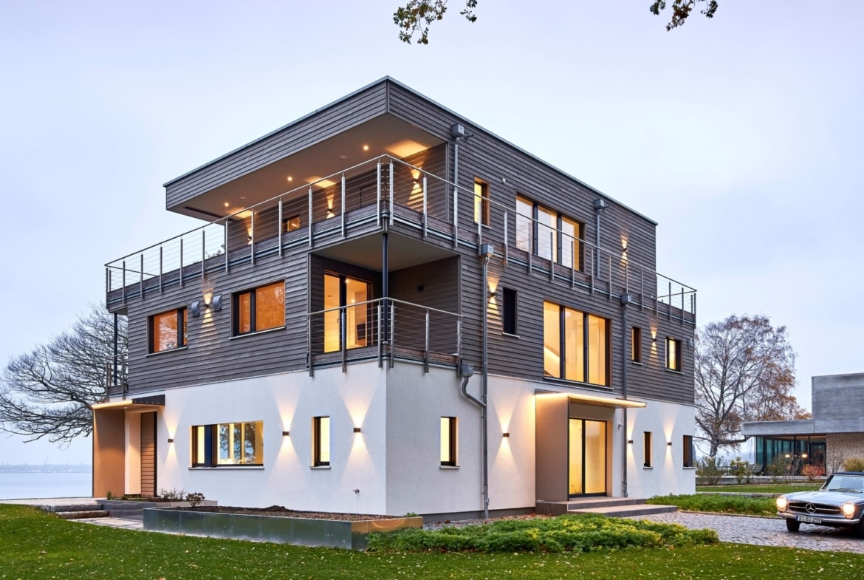 Bauhaus Stadtvilla modern mit Flachdach Architektur & Holz Putz Fassade - Haus bauen Ideen BAUFRITZ Architektenhaus MEHRBLICK - HausbauDirekt.de