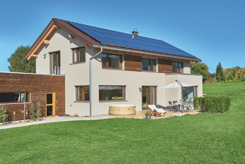 Modernes Einfamilienhaus mit Satteldach & Holz Putz Fassade bauen - Haus Ideen WeberHaus Fertighaus - HausbauDirekt.de