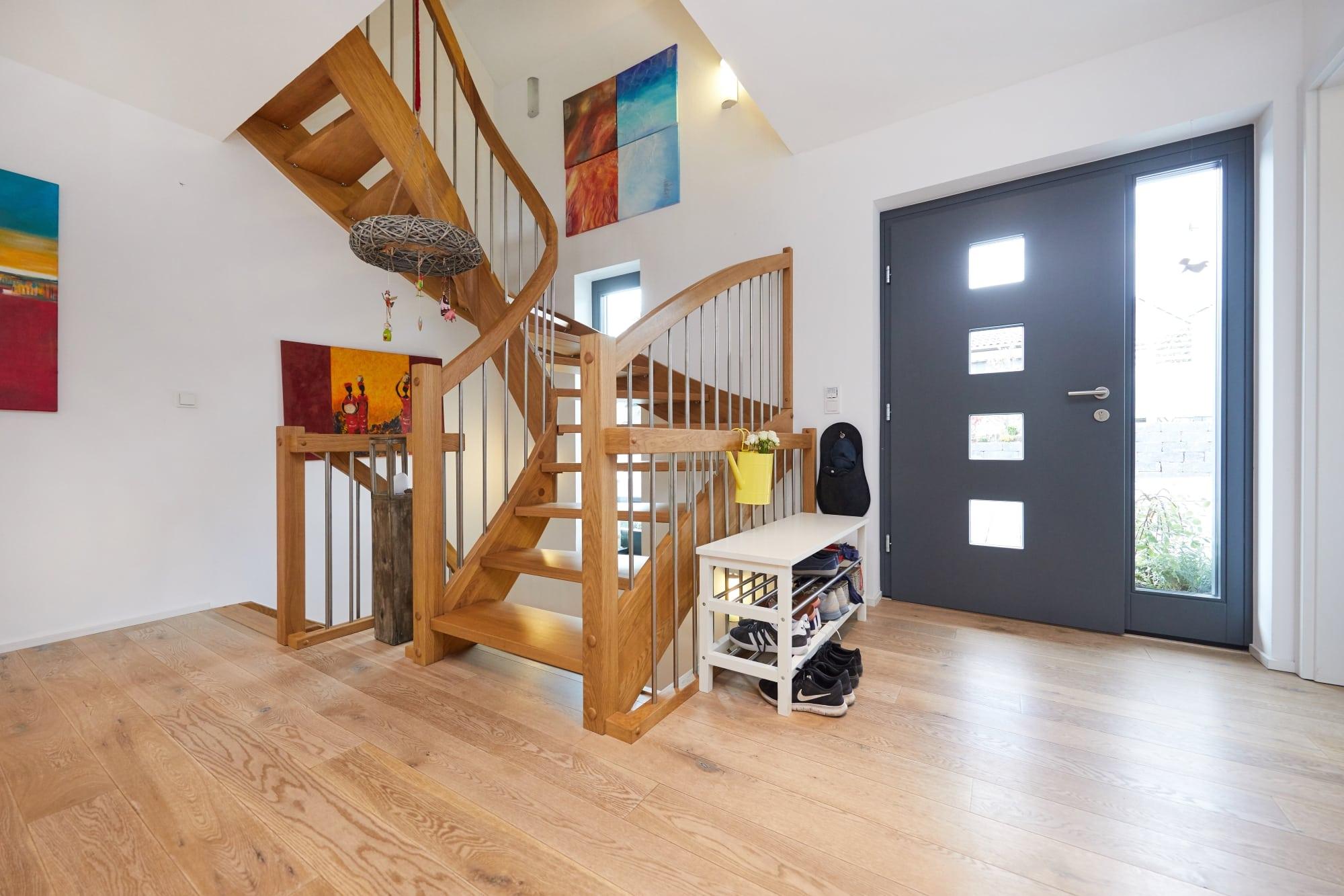 Treppenhaus Zweifamilienhaus Eingangsbereich - Inneneinrichtung Fertighaus Parma von GUSSEK HAUS - HausbauDirekt.de