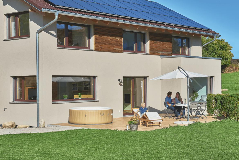 Erker mit Terrasse - Haus Ideen Modernes Landhaus WeberHaus Fertighaus - HausbauDirekt.de