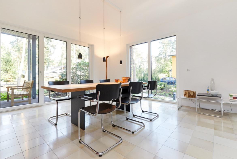 Essbereich modern mit Bodenfliesen - Inneneinrichtung Ideen Fertighaus Bungalow Madeira von GUSSEK HAUS - HausbauDirekt.de