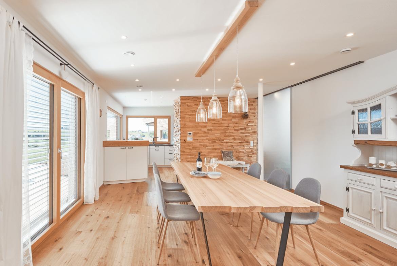 Esszimmer modern im Landhausstil mit Holztisch - Haus Design Ideen innen Modernes Landhaus WeberHaus Fertighaus - HausbauDirekt.de