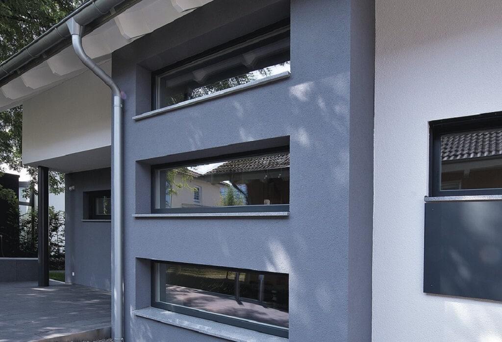 Treppenhaus Fassade mit Fenster - Architektur Detail Haus bauen Design Ideen aussen WeberHaus Fertighaus Generation 5.5 Haus 300 - HausbauDirekt.de