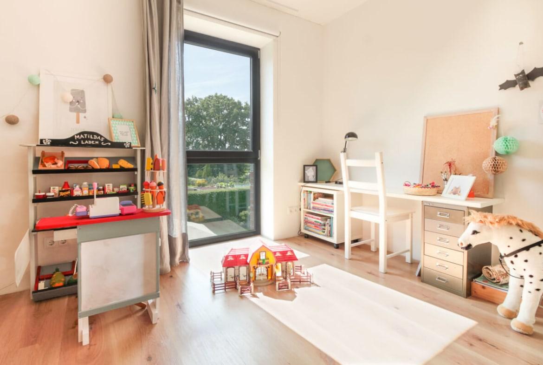 Kinderzimmer - Inneneinrichtung Haus Design Ideen innen Massivhaus Vario-Haus 160 von ECO System HAUS - HausbauDirekt.de