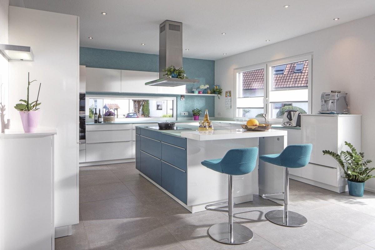 Küche modern mit Kochinsel - Haus Design innen Ideen Einrichtung WeberHaus Stadtvilla - HausbauDirekt.de