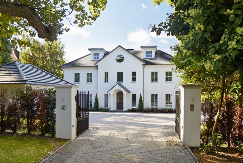 Luxuriöse Landhaus Villa ATHERTON im klassischen Stil - Luxus Fertighaus in Holzbau von Baufritz - HausbauDirekt.de