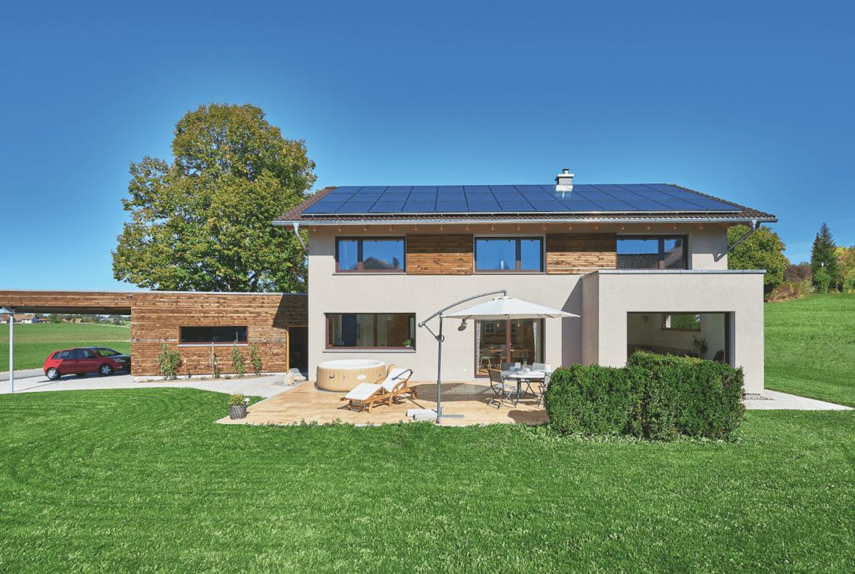 Modernes Landhaus mit Satteldach, Erker, Carport & Garage bauen - Haus Ideen WeberHaus Fertighaus - HausbauDirekt.de