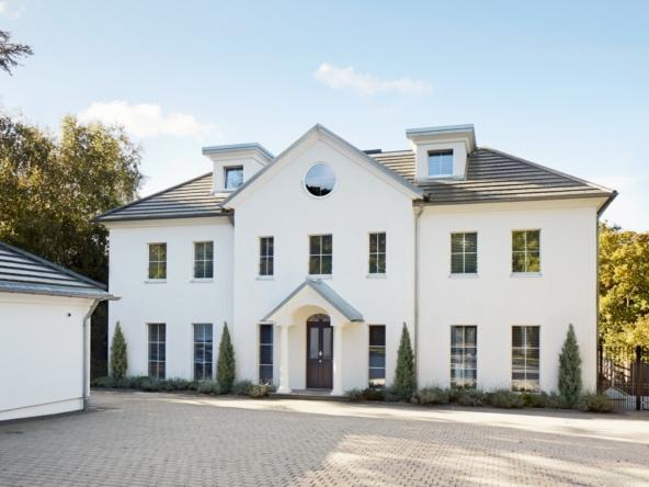 Luxus Villa ATHERTON im englischen Landhausstil - Luxuriöses Fertighaus bauen in Holzbauweise von Baufritz - HausbauDirekt.de