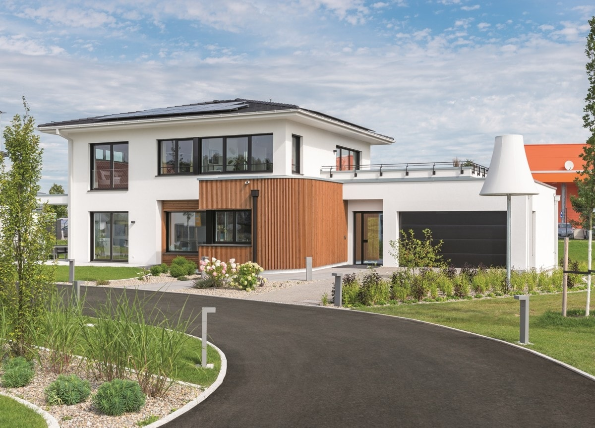 Moderne Stadtvilla mit Garage, Walmdach & Erker, 5 Zimmer, 175 qm - Fertighaus bauen Ideen WeberHaus Stadtvilla Guenzburg - HausbauDirekt.de