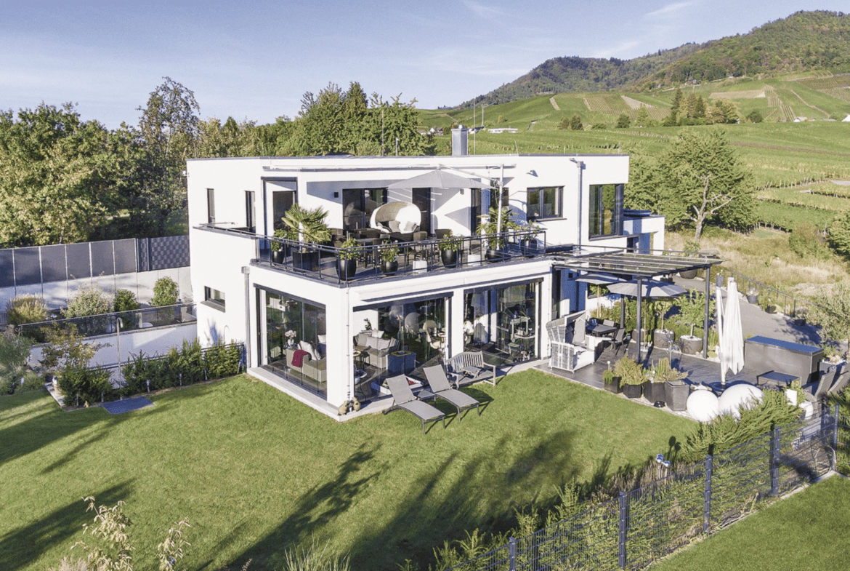 Modernes Haus mit Flachdach & Garage im Bauhausstil bauen - Einfamilienhaus Ideen WeberHaus Fertighaus - HausbauDirekt.de