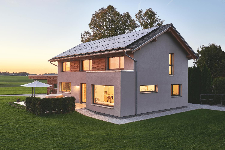 Einfamilienhaus modern im Landhausstil mit Satteldach, Erker, Carport & Garage bauen - Haus Ideen WeberHaus Fertighaus - HausbauDirekt.de
