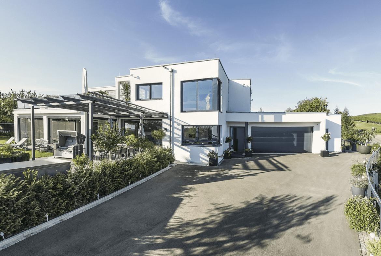 Modernes Haus mit Garage & Flachdach im Bauhausstil bauen - Einfamilienhaus Ideen WeberHaus Fertighaus - HausbauDirekt.de