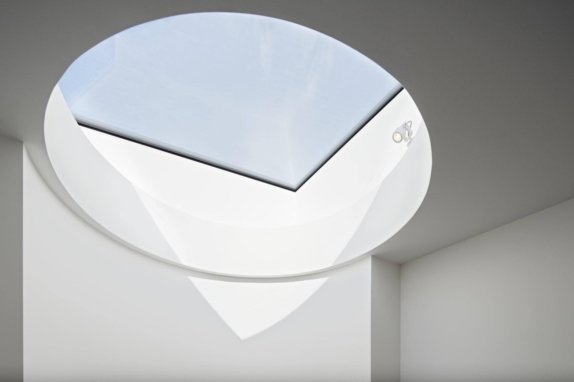 Oberlicht Treppenhaus - Haus Design Architektur Detail Luxus Villa ATHERTON von Baufritz - HausbauDirekt.de