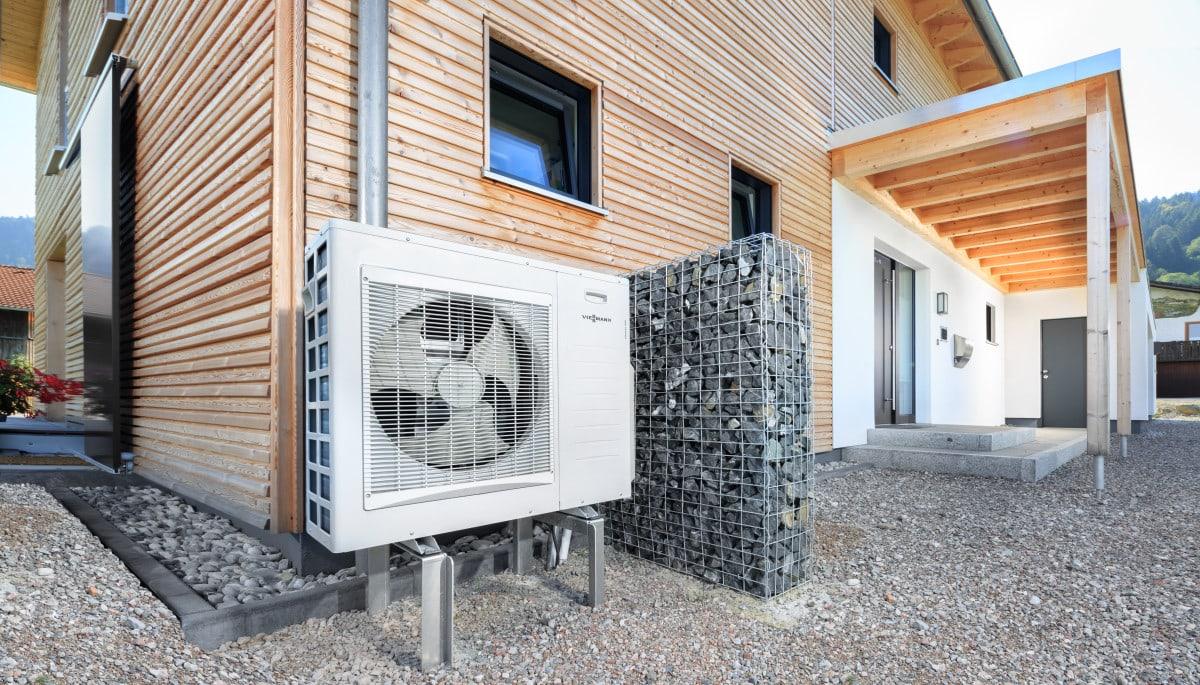 Haustechnik mit Luft-Wasser-Wärmepumpe - Architektur Detail Haus Design Ideen Fertighaus Ökohaus Schneider / Baufritz - HausbauDirekt.de