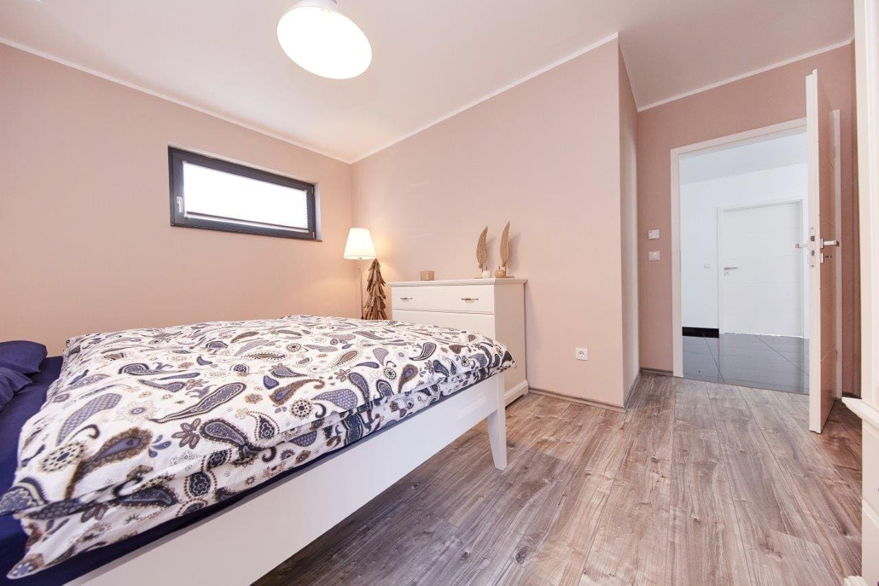 Schlafzimmer mit Oberlicht - Ideen Inneneinrichtung Fertighaus Bungalow Savoyen von GUSSEK HAUS - HausbauDirekt.de