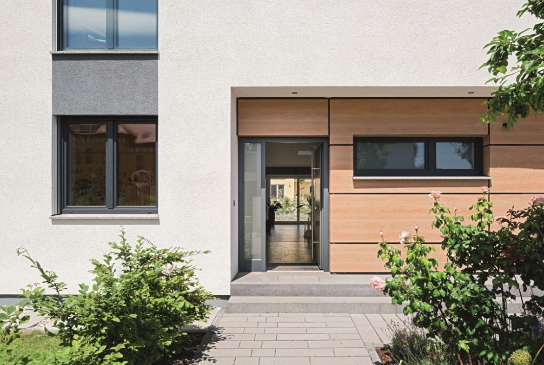 Hauseingang überdacht - Architektur Detail Einfamilienhaus Ideen Fertighaus Lichtdurchfluteter Kubus von WeberHaus - HausbauDirekt.de