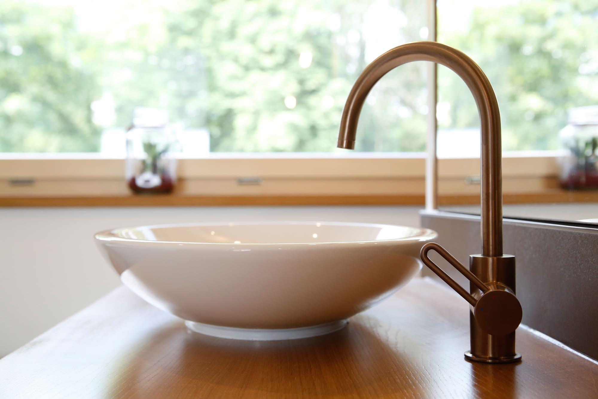 Waschtisch modern mit Armatur - Haus Design innen Ideen Inneneinrichtung Baufritz ÖKOHAUS SCHELLENBERG - HausbauDirekt.de