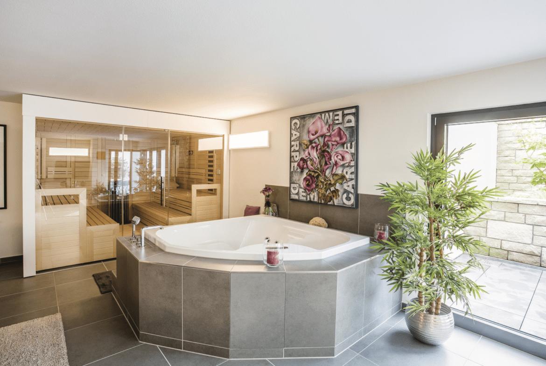 Wellness mit Sauna & Whirlpool - Inneneinrichtung Luxus Haus Design Ideen innen WeberHaus Fertighaus - HausbauDirekt.de