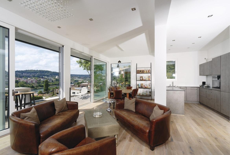 Offenes Wohn-Esszimmer mit Küche - Inneneinrichtung Ideen Doppelhaus WeberHaus Fertighaus - HausbauDirekt.de