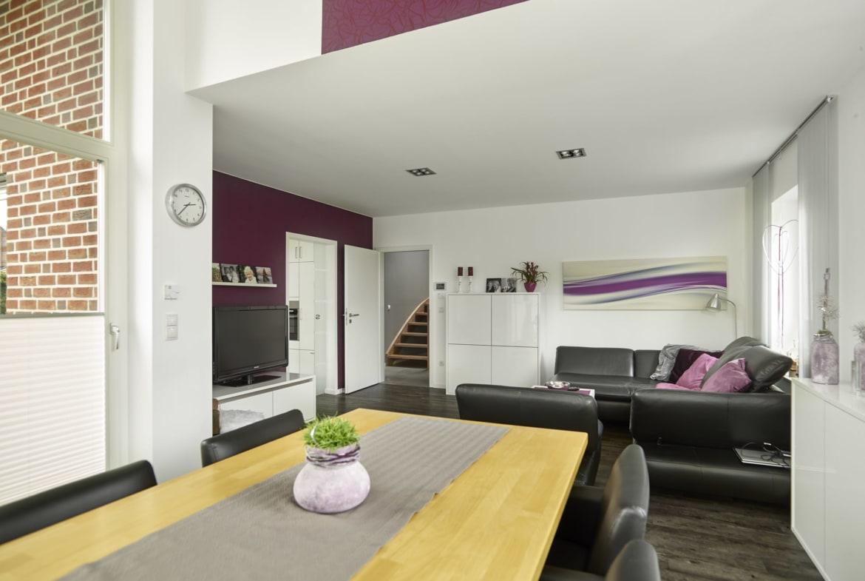 Wohn-Esszimmer mit Wintergarten - Inneneinrichtung Ideen Einfamilienhaus Kastanienallee von GUSSEK HAUS - HausbauDirekt.de