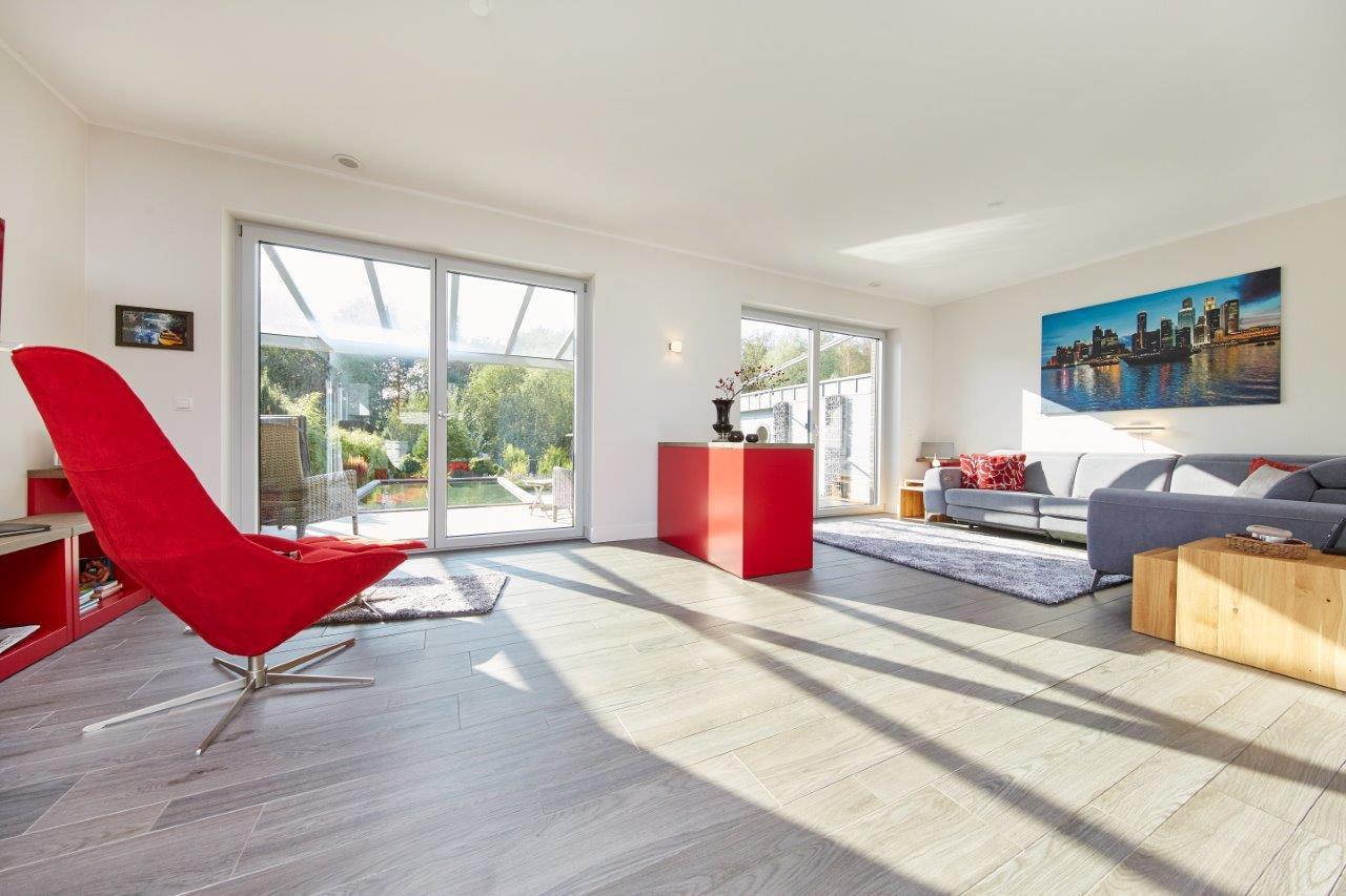 Wohnzimmer modern - Inneneinrichtung Ideen Fertighaus Bungalow GUSSEK HAUS Salamanca - HausbauDirekt.de