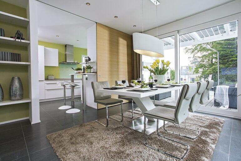 Modernes Esszimmer mit grossem Esstisch - Haus Design innen, Inneneinrichtung Ideen Stadtvilla Einfamilienhaus WeberHaus CityLife - Haus 250 - HausbauDirekt.de
